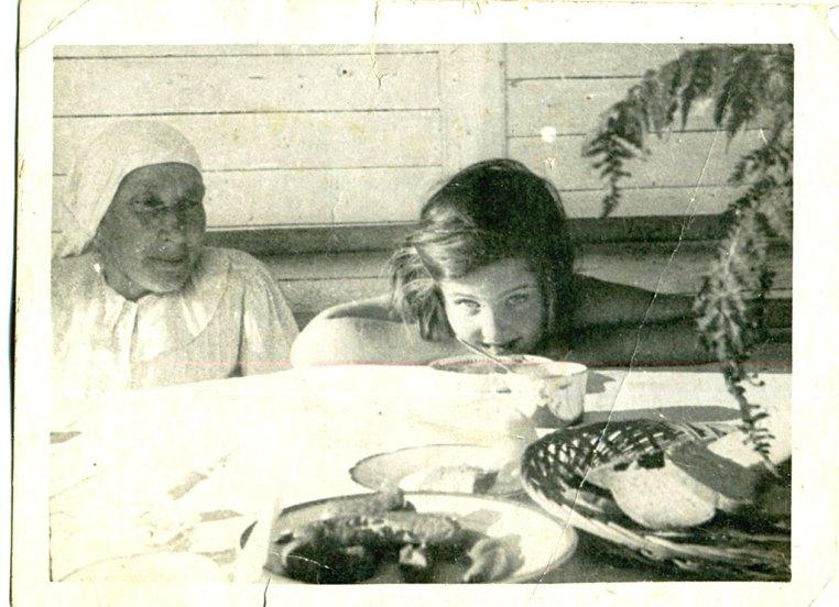 С няней Гликерией Яковлевной Буяновой. Лисий Нос, 1934