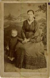 Евдокия Ильинична Петренко (ур. Гусева, прабабушка) и Мария Петровна (бабушка). Одесса, 1883