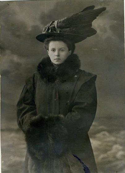Мария Петровна Ландо-Безверхова (ур. Петренко, бабушка). Одесса, 1910