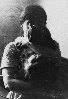 С котом Кешей. Вильнюс, ул. Пшевальскё, 1983. Фото С.А.Шутова