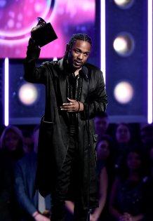 Grammy 2018: Kendrick Lamar, de Saint Laurent