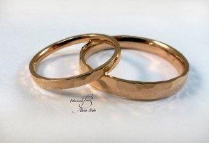 Hochzeitsringe geschmiedet in Rotgold