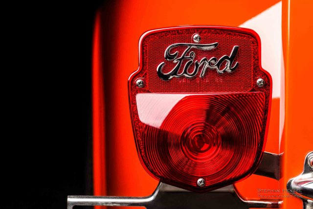 Ford F100, Pick-Up Truck, Heckleuchte links. Autofotografie: Stephan Hensel, Hamburg, Oldtimerfotograf, Oldtimerfotografie