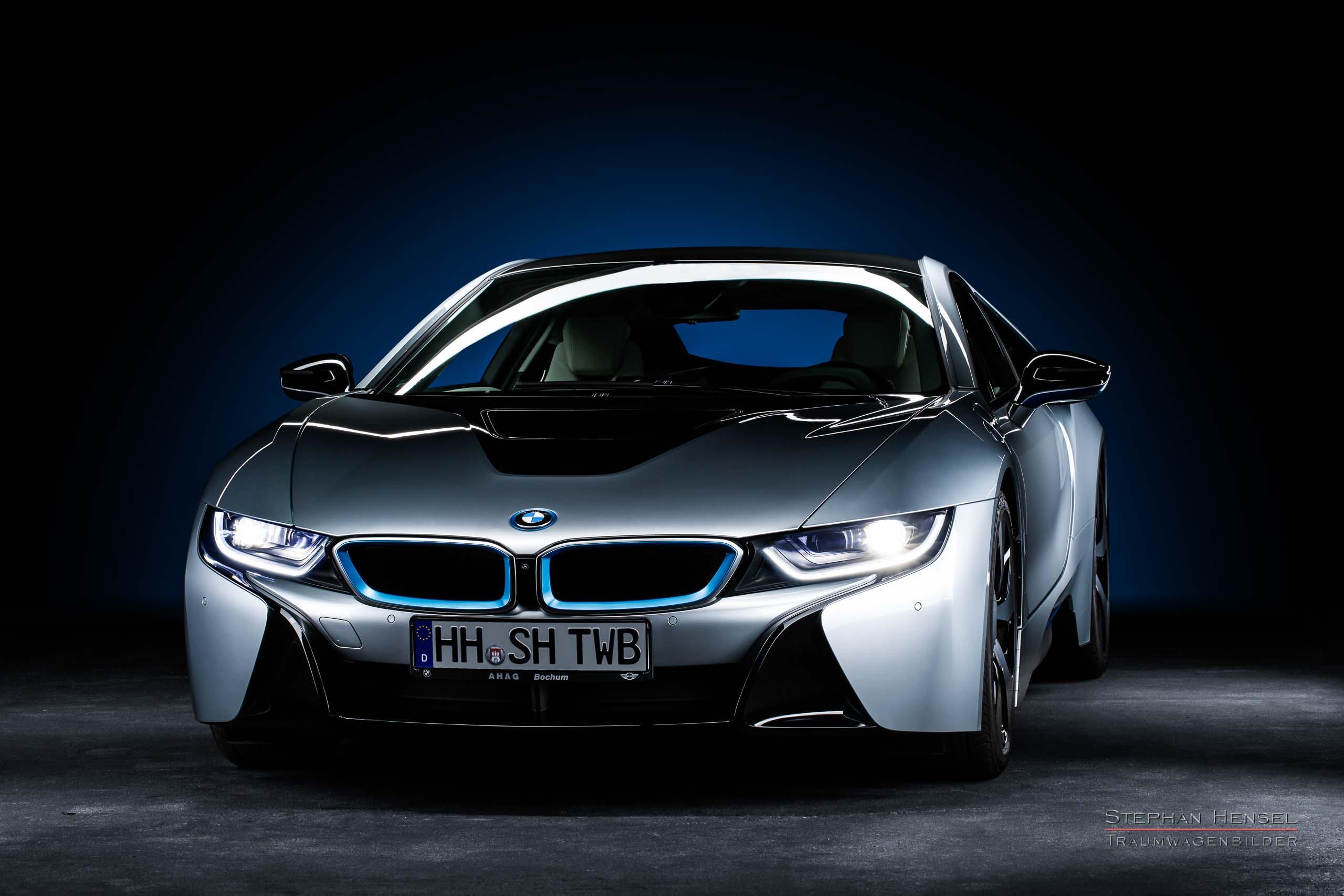 BMW i8 im Studio, Ansicht von links vorn, Autofotograf: Stephan Hensel, Hamburg