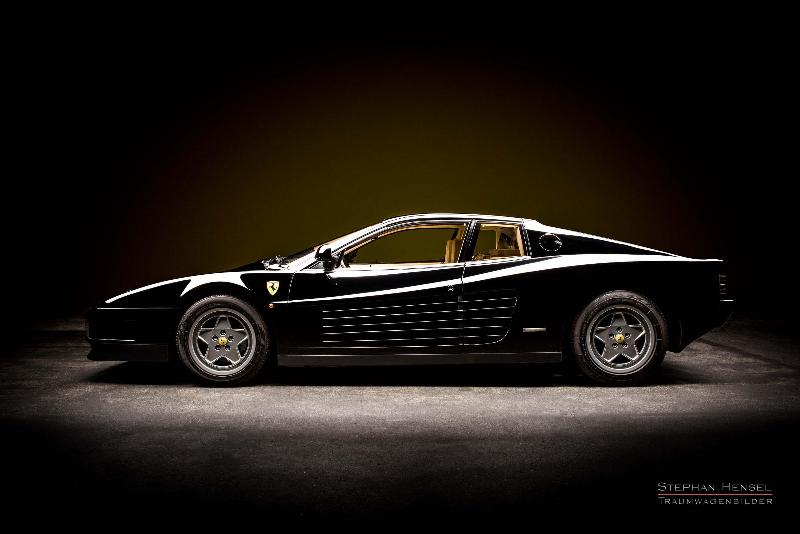 Ferrari Testarossa von 1989, Studioaufnahme von links. Autofotograf: Stephan Hensel, Hamburg, Rennwagenfotograf