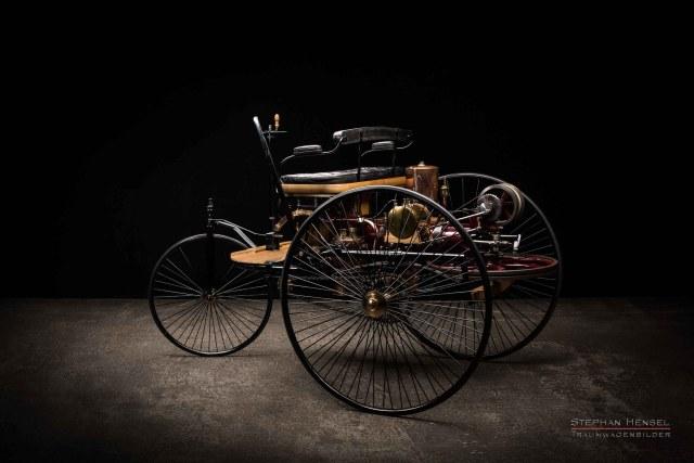 Benz Patent-Motorwagen Nr.1, Das erste Automobil, Ansicht von links hinten, Oldtimerfotografie: Stephan Hensel, Hamburg, Oldtimerfotograf, Oldtimer, Oldtimerfotografie