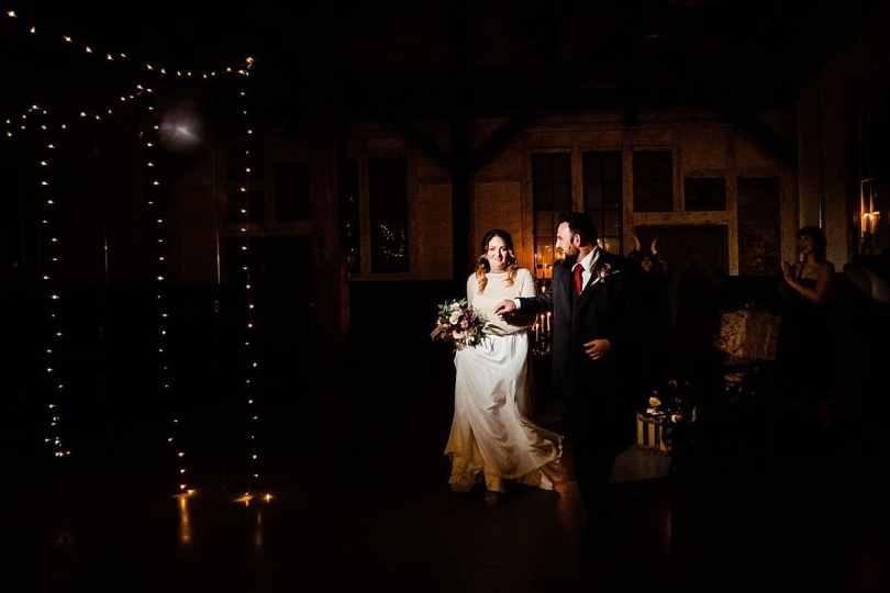 Auszug bei Bekräftigungszeremonie BEZZI mit freie Trauung bei Hochzeit mit Traurednerin Trautante Friederike Delong von Hochzeitsfotograf Steven Herrschaft