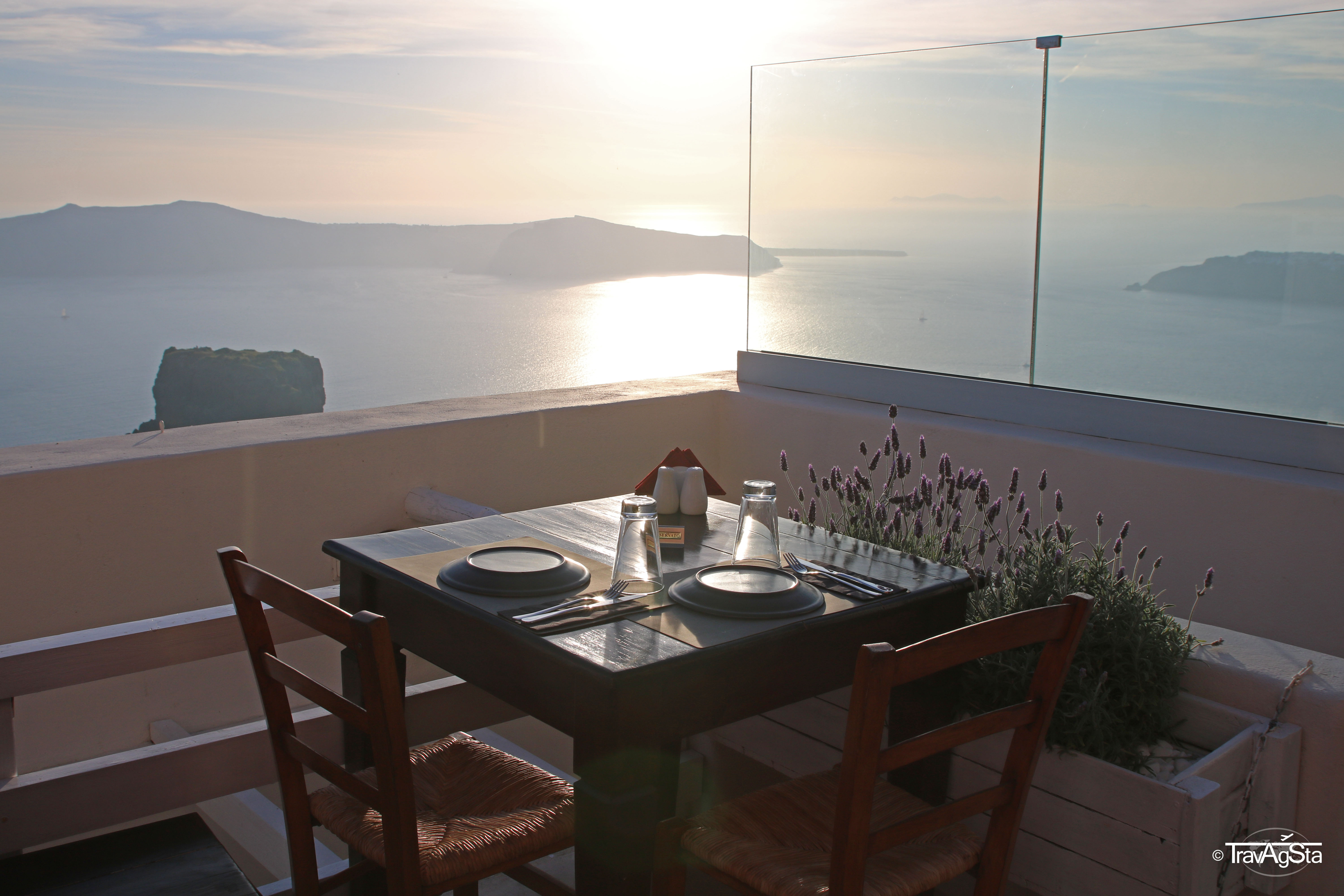 Where to eat and drink in Santorini!