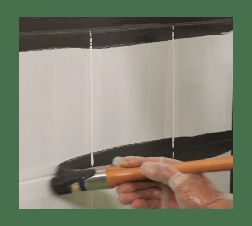 Peindre le carrelage de sa salle de bain mur et sol
