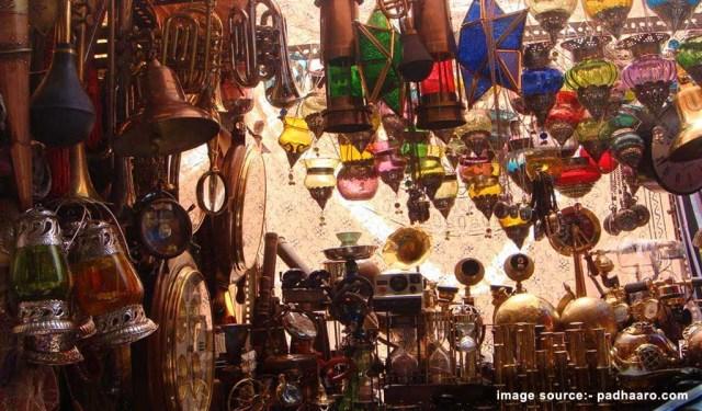 Shopping Places in Mumbai : Colaba Causeway