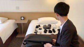 ツインベッドの部屋で1人、旅の荷物を紹介した結果