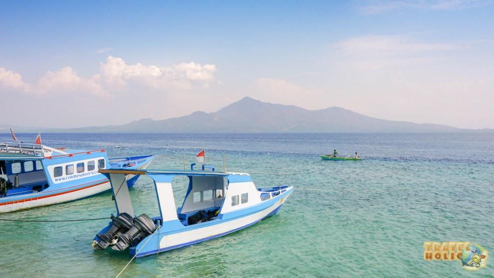 Les 2 bateaux de plongée du resort Onong