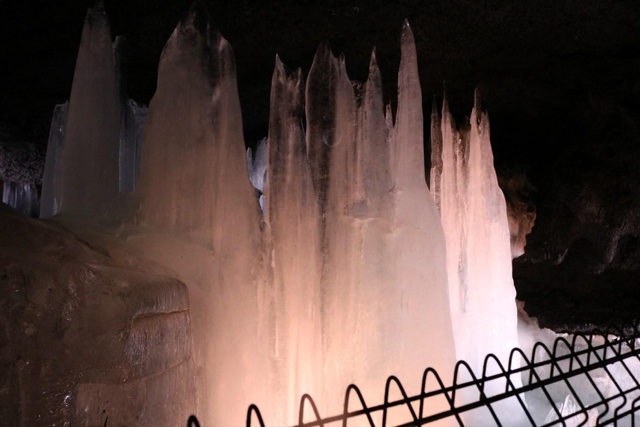 富岳風穴 氷の柱