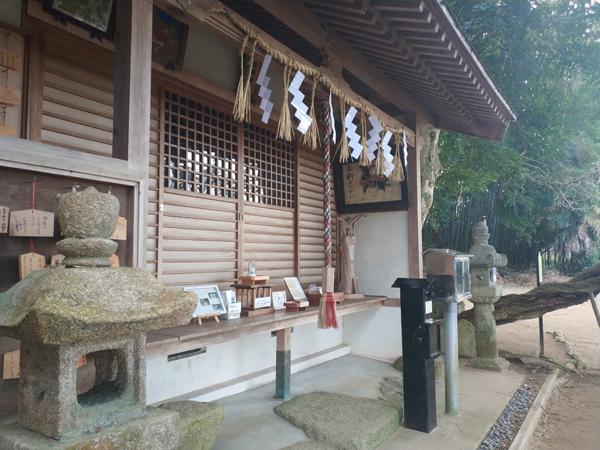 腰神神社の絵馬殿