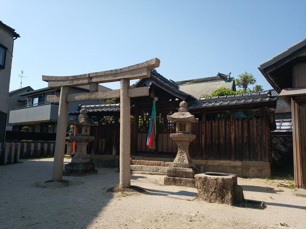 軽羽迦神社の社殿3