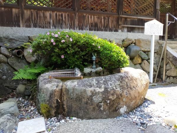 烏帽子形八幡神社の手水舎