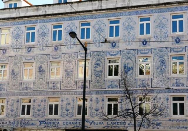 Здание Национального музея плитки в Португалии.