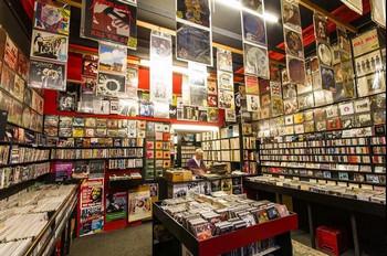 Магазин музыкальных пластинок Vinyl Villains.