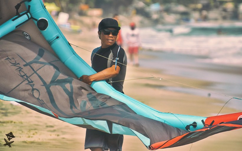 vietnamese cot landing starting the kite at surfpoint mui ne vietnam