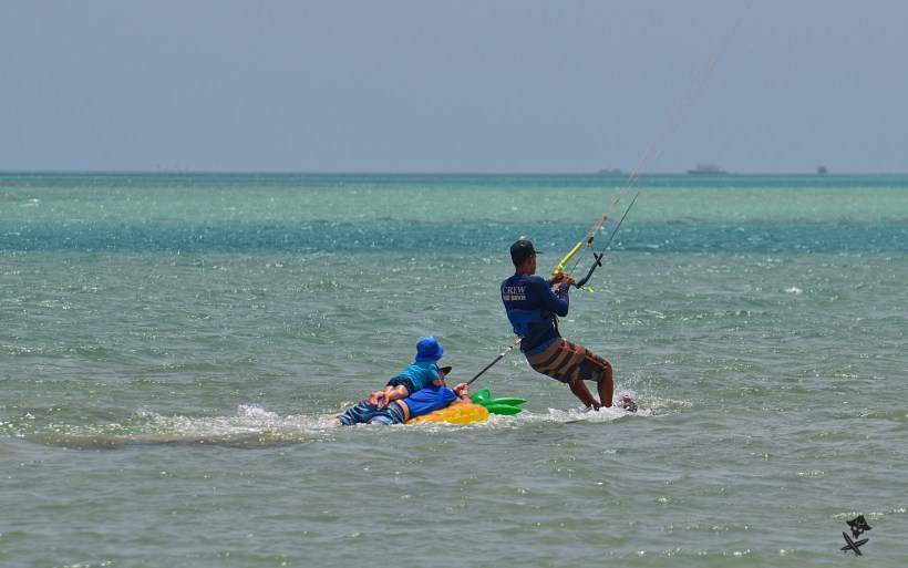 kitesurfing fun towing kid safarinio egipt