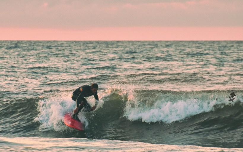 Mateusz JAcyno banana kite surf na fali w chalupach