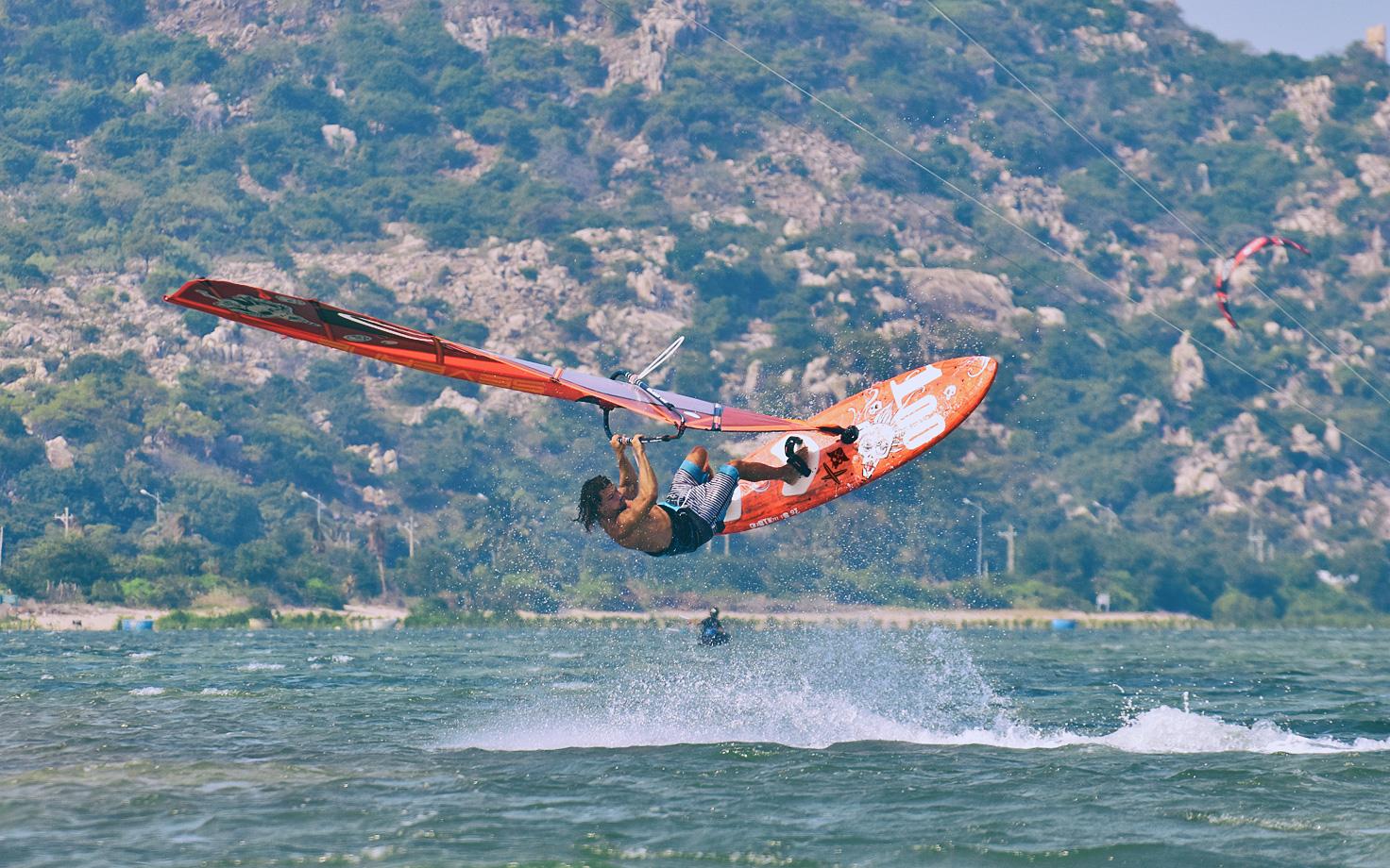 windsurfing freestyle wietnam wyjazdy na kajta kitesurfing