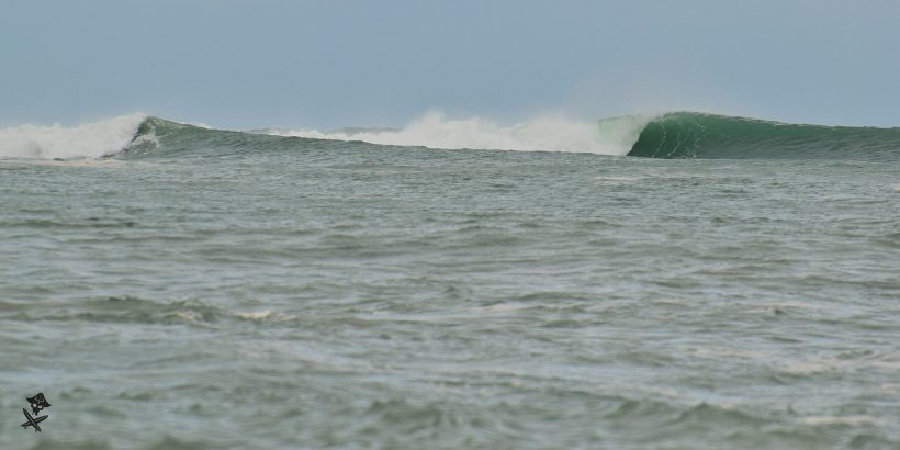 amazing waves in vietnam