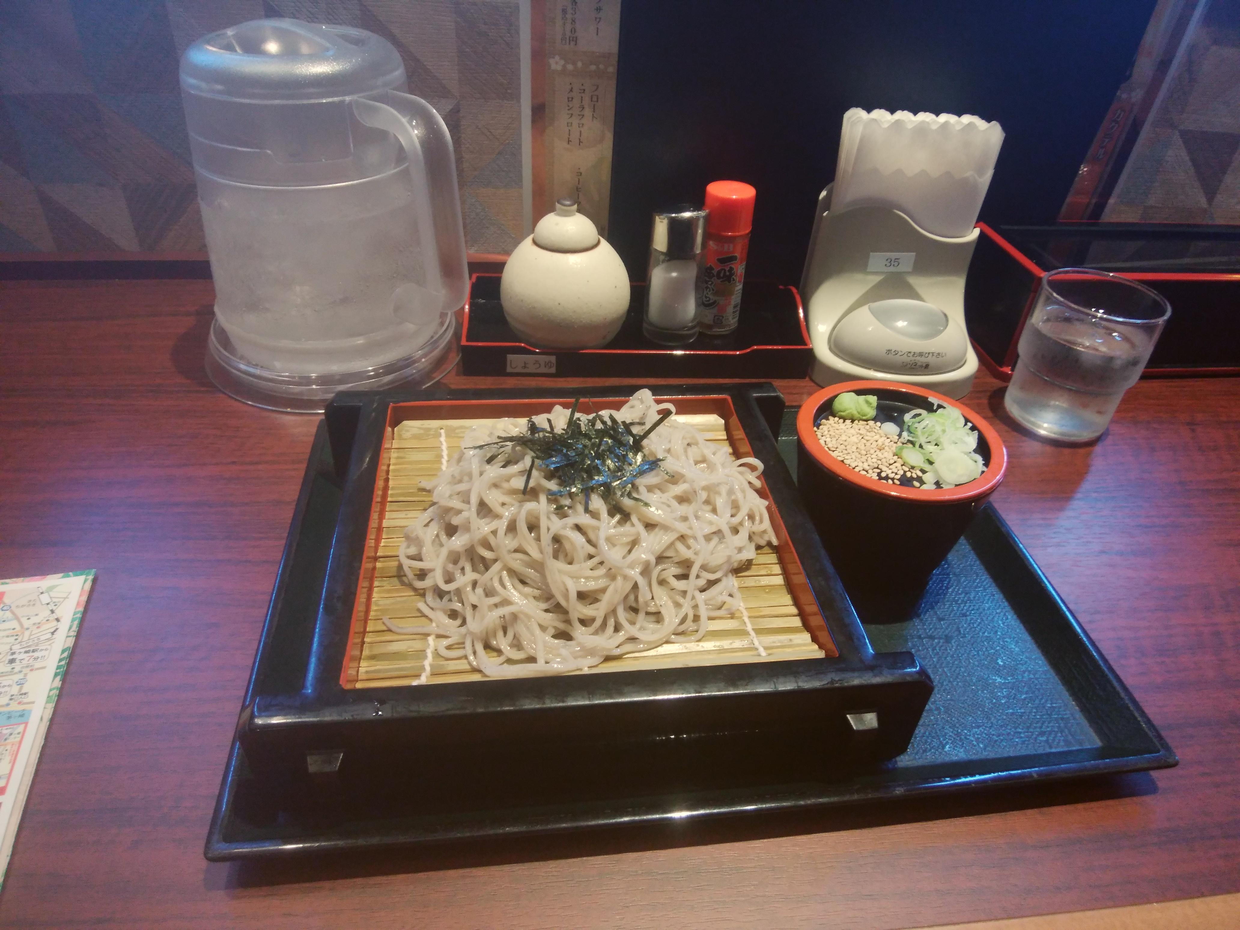 レストランで食べた「ざるそば」594円(税込)