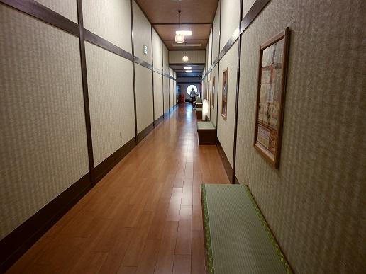 極楽湯 横浜芹が谷店 大浴場までの通路