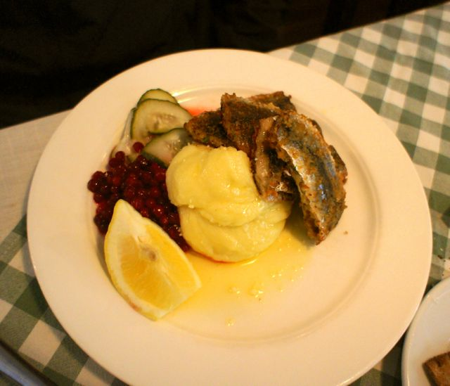 Pan fried herring and mashed potatoes