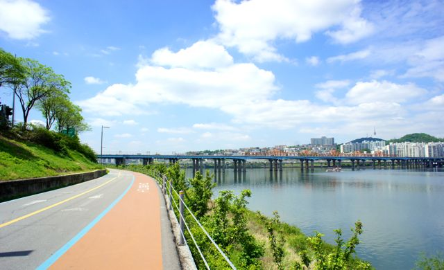 Bliss! Empty bikes paths at the Han River
