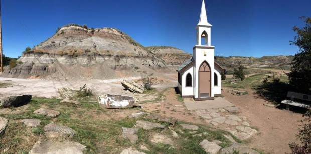 things to do in drumheller, drumheller attractions, drumheller with kids, drumheller badlands, drumheller's little church