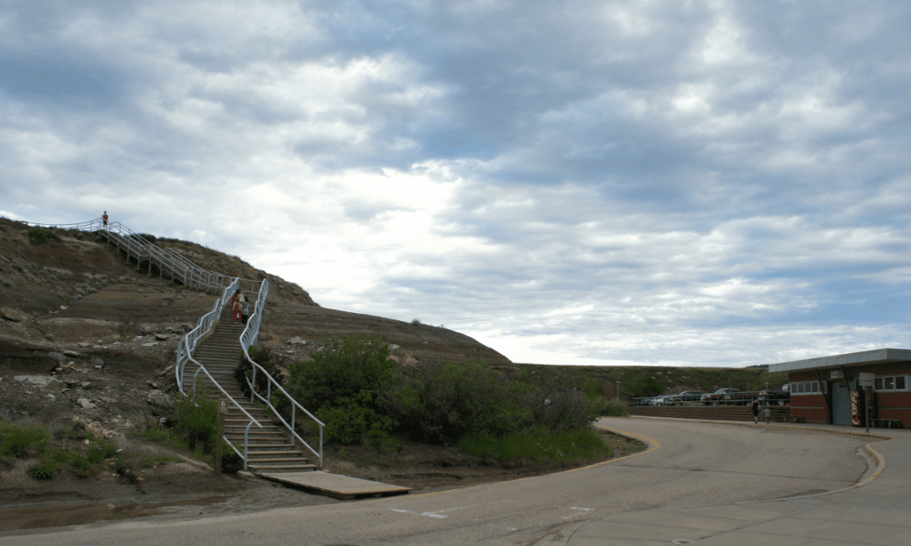 things to do in drumheller, drumheller attractions, drumheller with kids, badlands interpretive trail, easy drumheller hikes