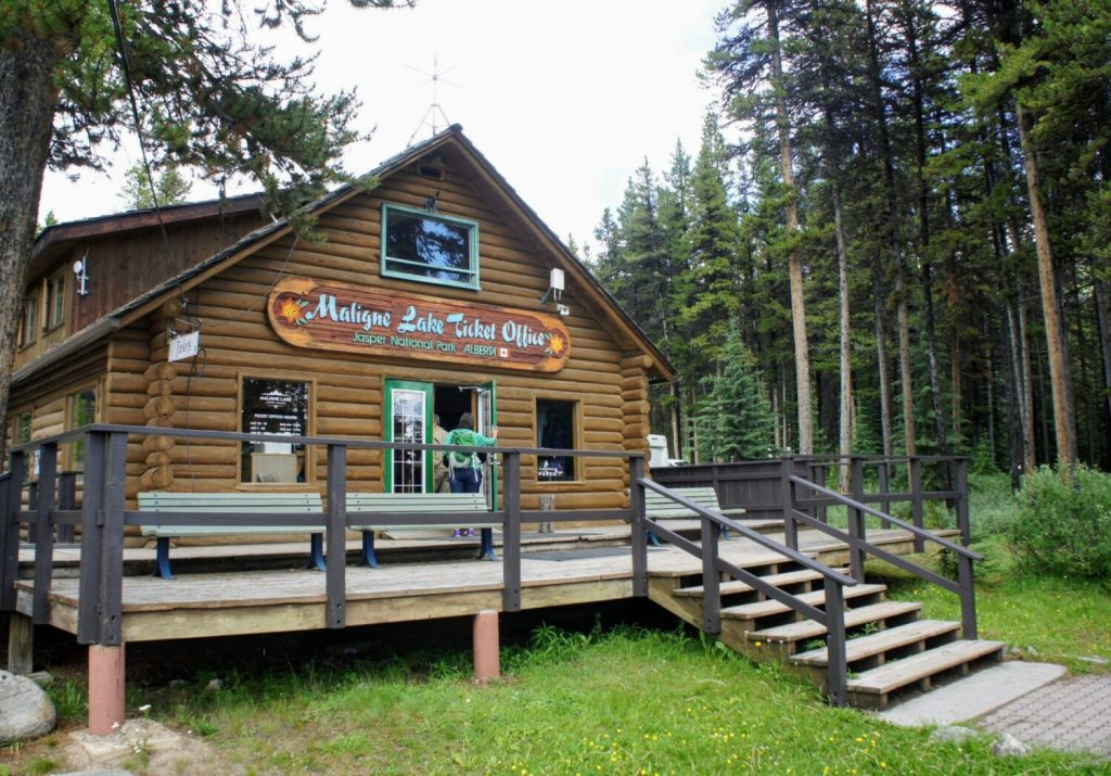 Ticket office for the Maligne Lake Cruise