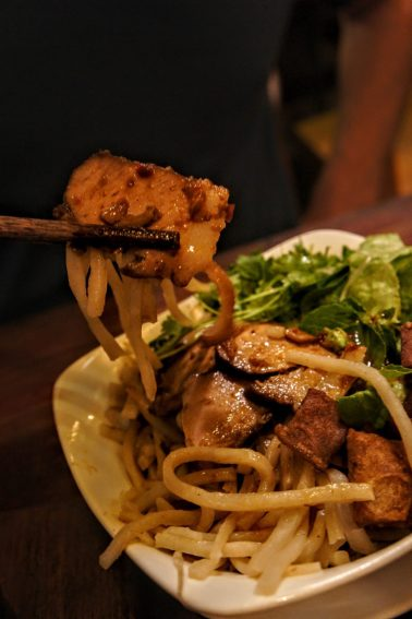 things to do in hoi an: eat cao lao