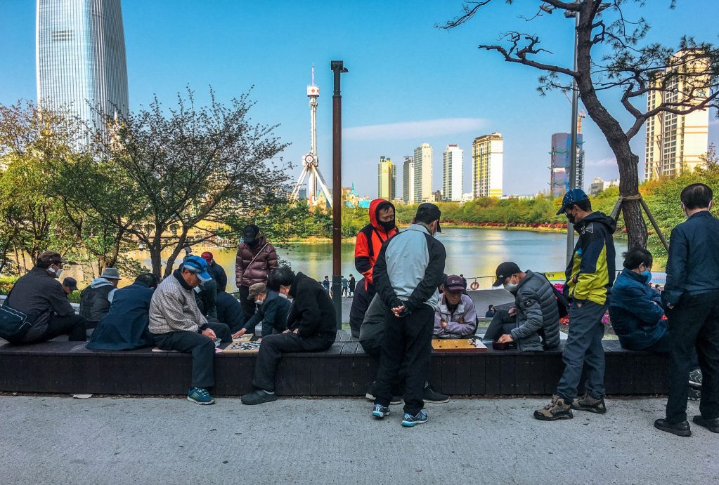 men playing baduk at seokchon lake park