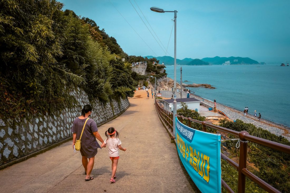 the road leading to Maemi Castle