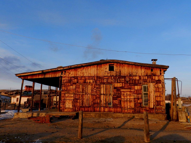 Старинный дом в свете заката