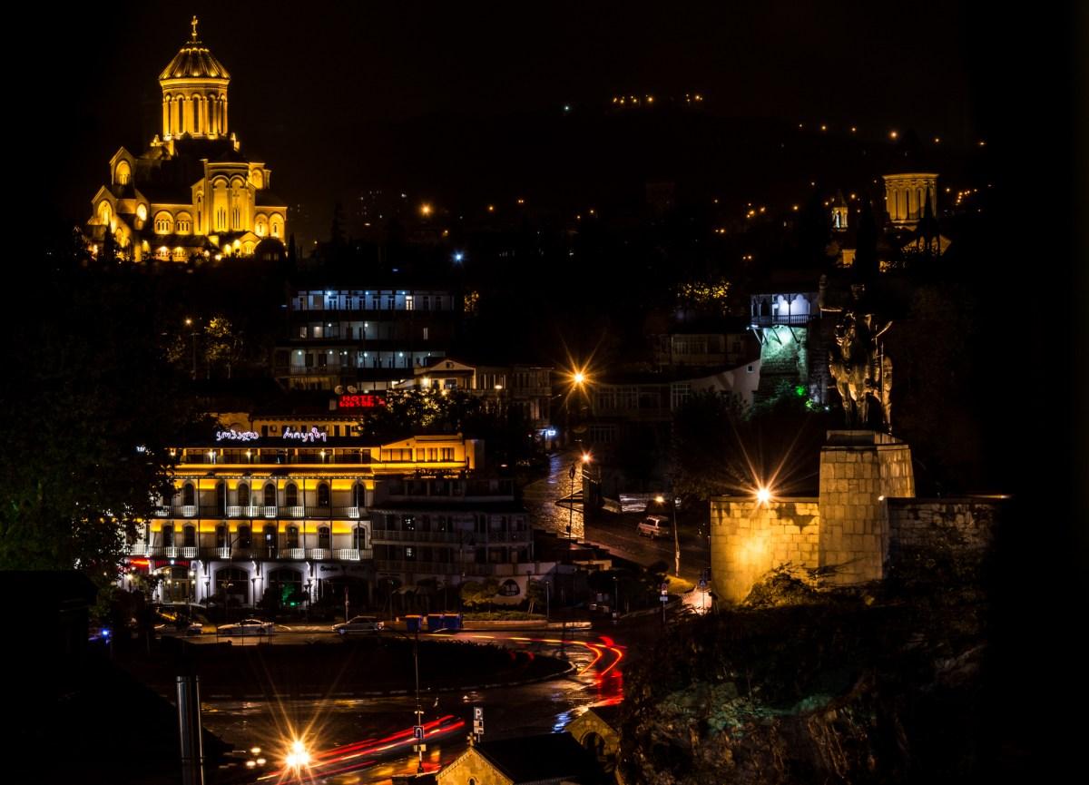 Ночные фотографии Тбилиси: Собор Святой Троицы