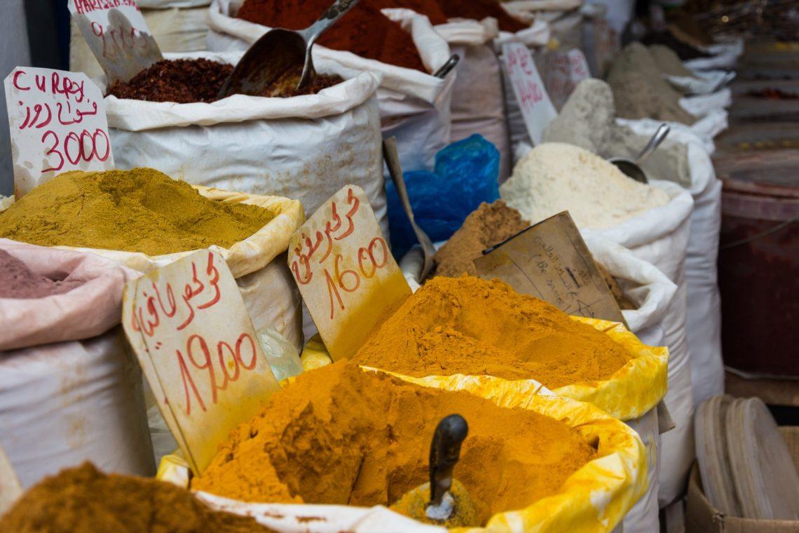 Специи на рынке в Тунисе