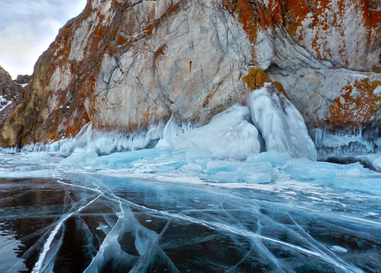 Ледяные наплески на о. Ольхон - замерзший Байкал