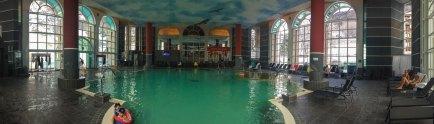 Внутренний бассейн терм Walliser Alpentherme & Spa