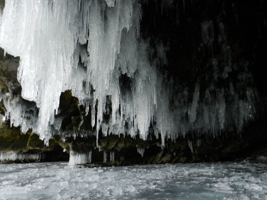 ледяной грот на Ольхоне