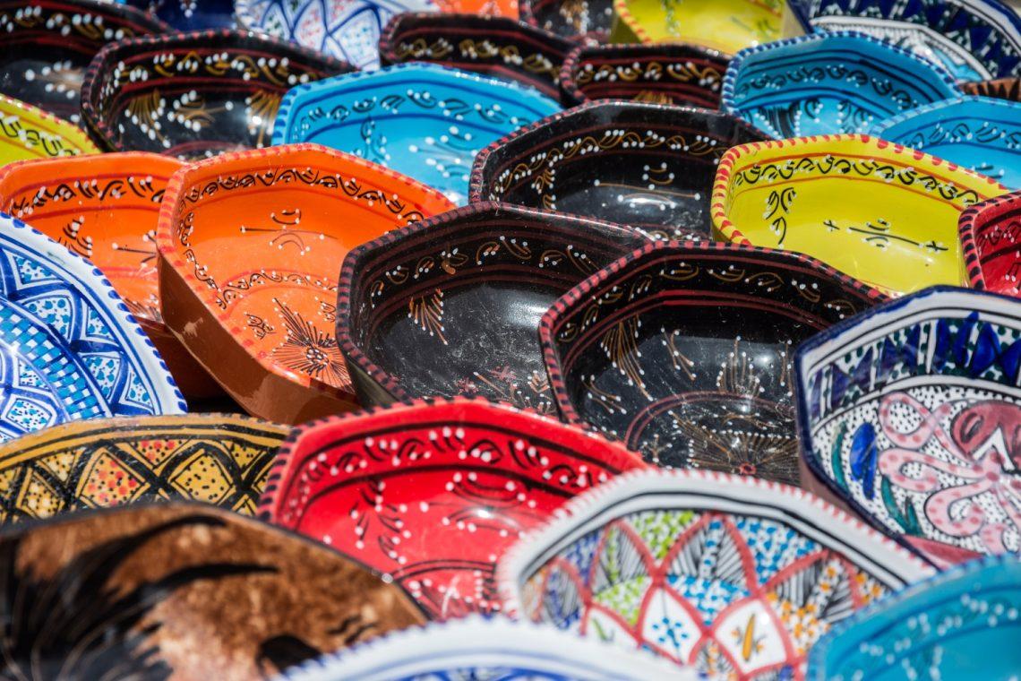 Сувенирные тарелки ручной работы (с росписью) в Тунисе
