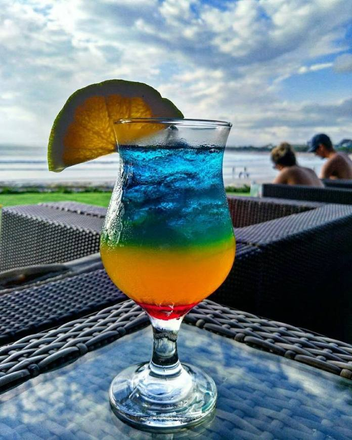 Boardwalk Beach Club is ideal for those who don't want to spend a fortune on each drink. Image: www.facebook.com/boardwalkrestaurantofficial
