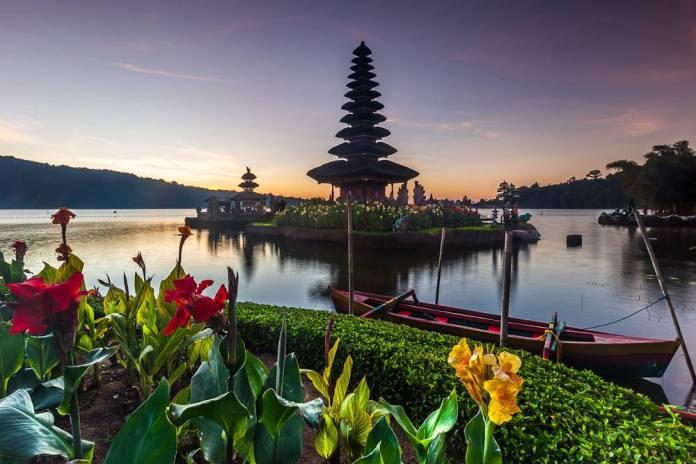 Pura Ulun Danu Beratan is one of Bali's most notable Shaivite temples. Image: https://www.facebook.com/vic.orencia