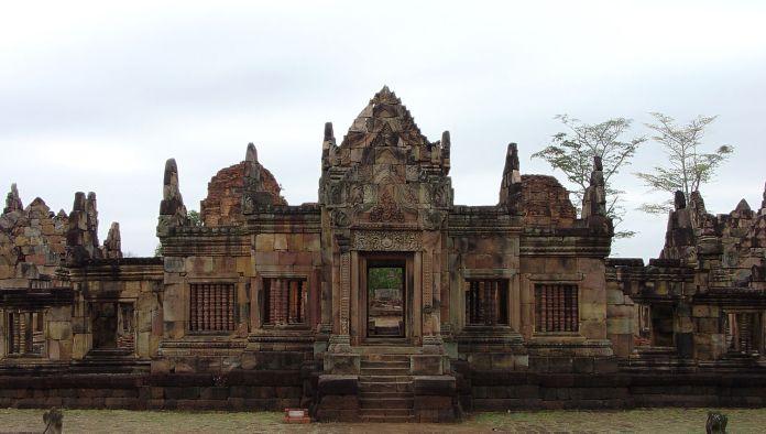 Muang Tum Khmer temple