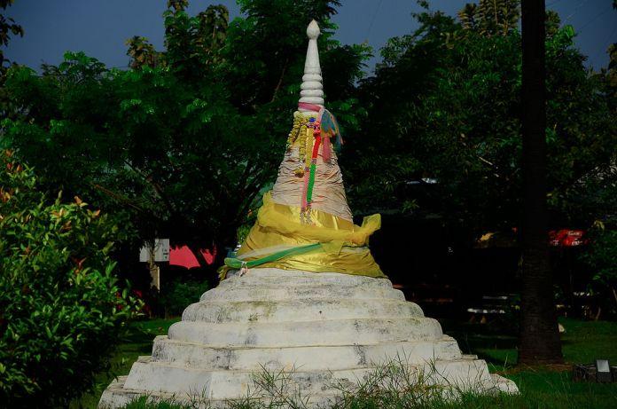 Three pagoda replica