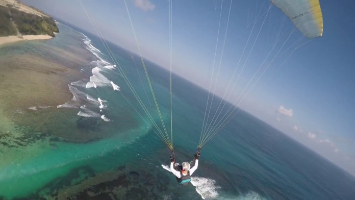 For thrill-seekers there really is no activity available that compares to gliding high above azure seas, powered by the winds of the Indian Ocean. Image: www.i.ytimg.com
