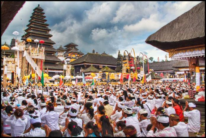 Purnama Kedasa brings with it a series of celebrations across the island. Image: www.balifornian.com